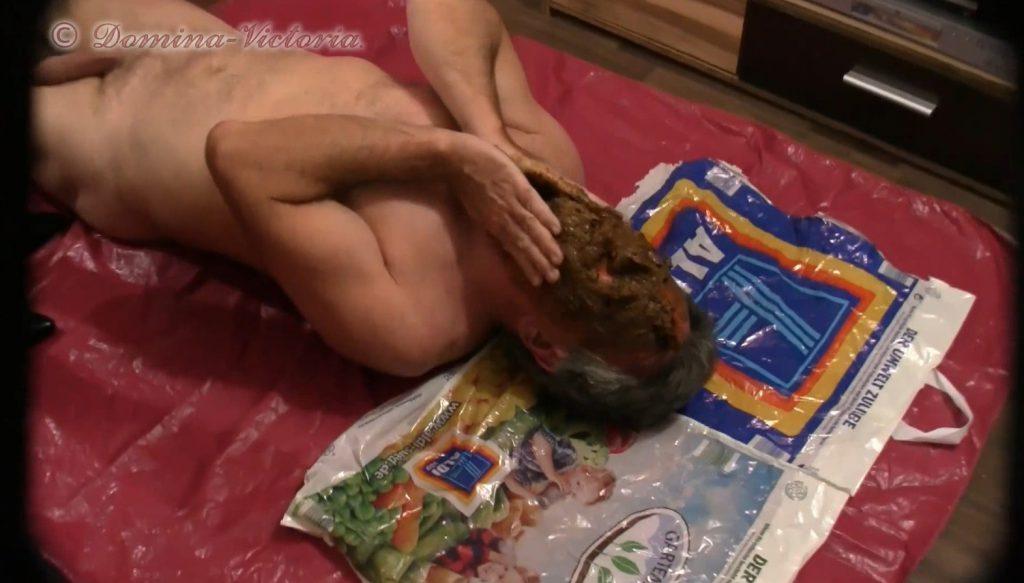 Domina Victoria - Sklave Dirty-Games Angeschissen-3
