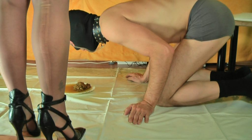 Madame Jeanette Bizarre - Human toilet treat-3