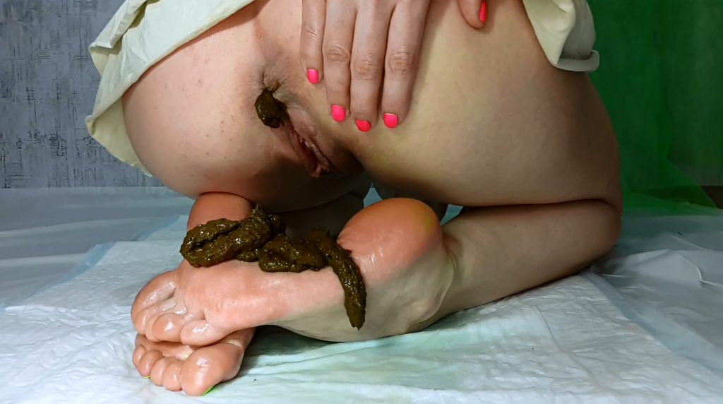 My Feet Receive A Portion Of Shit - PART 1 (Anna Coprofield) - 4