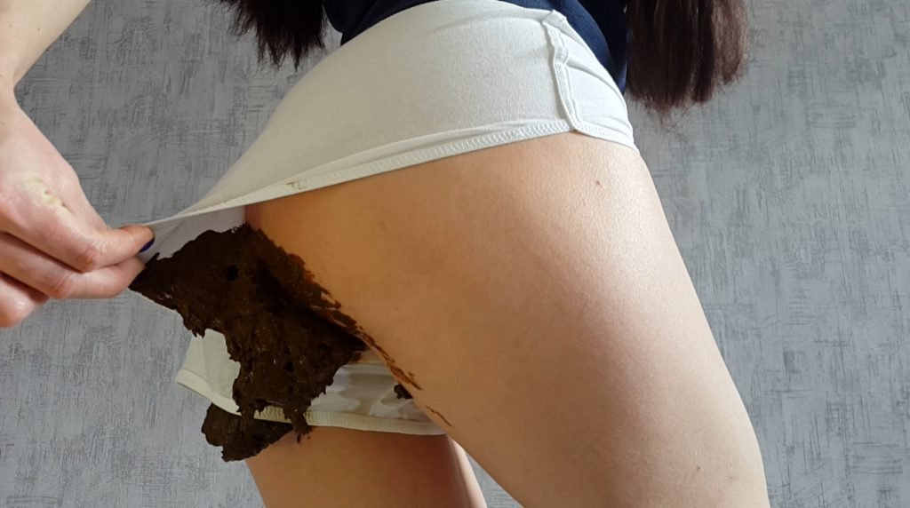 Anna Coprofield – White shorts and smearing - 3