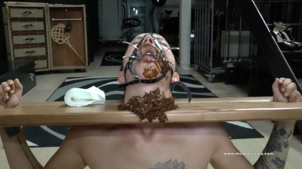 Mistress Gaia shitting in mouth slavegirl in bondage - 4