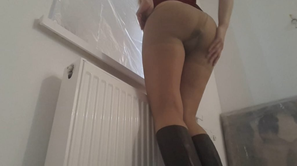 Thefartbabes – BOOTS PANTYHOSE DRESS POOP - 2