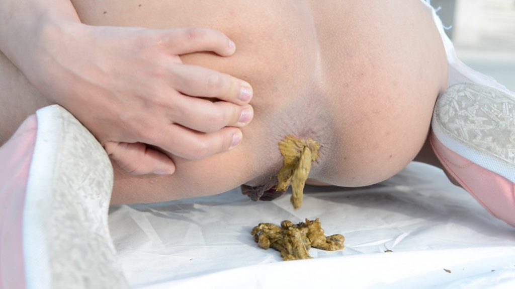 Scat Training And Swallow - Cashmere White And Her First Time - 3