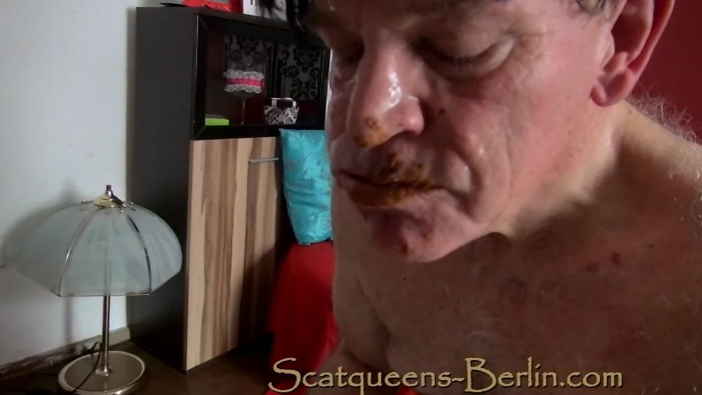 Scat queens have fun with a Human Toilet P2 - Screen 3