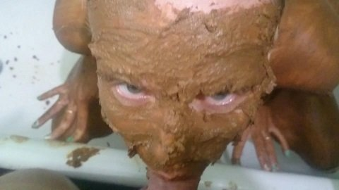 Brown wife - Totally covered in shit (FHD-1080p) Picture 1
