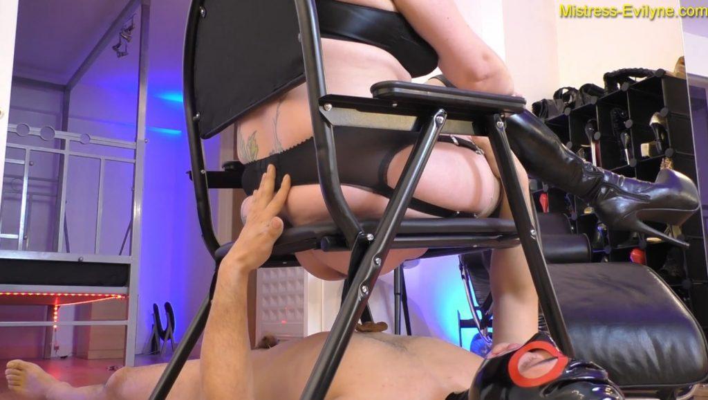 Mistress Evilyne - Italian Shitbag (BBW scat in FULL HD 1080p) Img 3