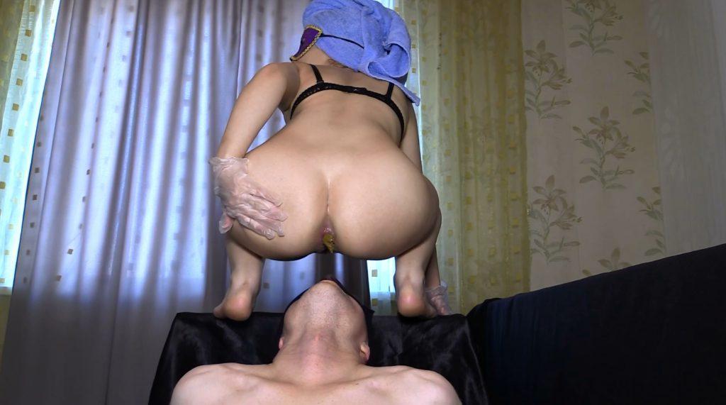 никому частное порно села на лицо дома русское девка