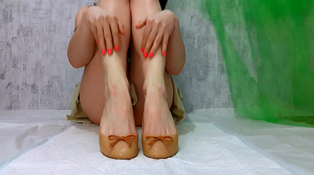 My Feet Receive A Portion Of Shit - PART 1 (Anna Coprofield)