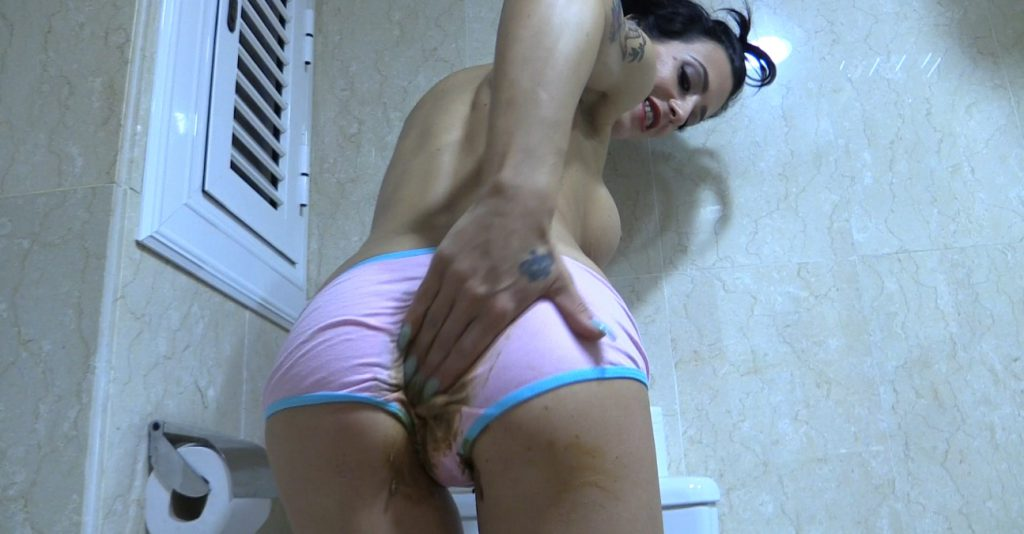 Amateur couple coprophagy sex in bathroom - 3