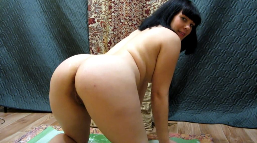 Amateur girl defecates and fisting anus with shit – FULL HD 1080p
