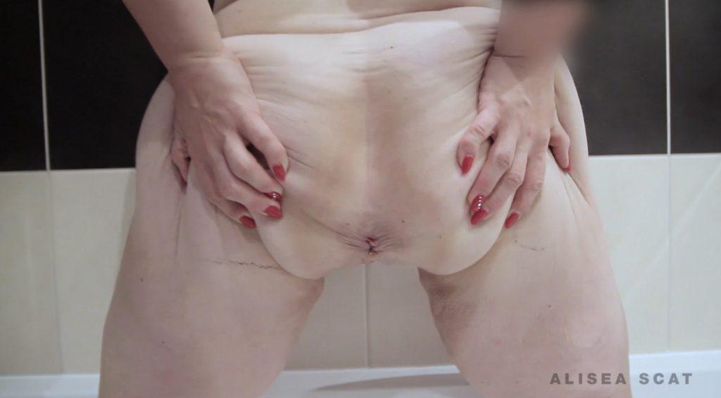 Scat Play in Bath Tub – Alisea Scat(FULL HD)