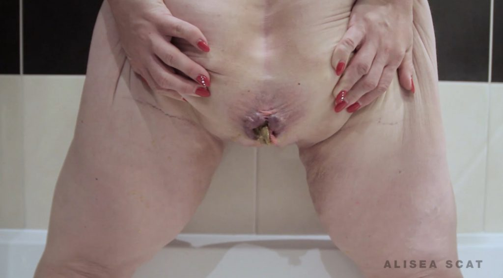 Scat Play in Bath Tub - Alisea 2