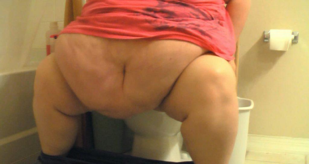 Tiffany Cushinberry takes a dump (HD-720p)