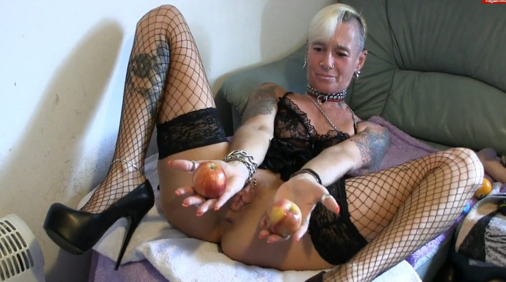 Apple insertion - Lady-isabell666 (FULL HD)-2
