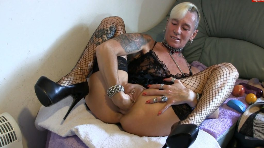 Apple insertion - Lady-isabell666 (FULL HD)-4