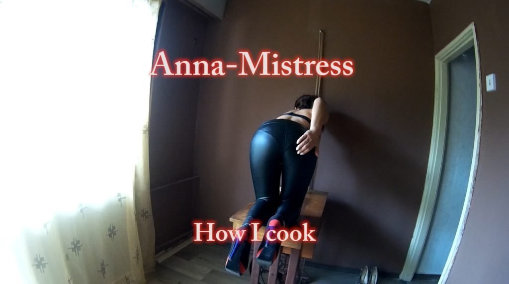 MistressAnna - How I Cook and Fart 1