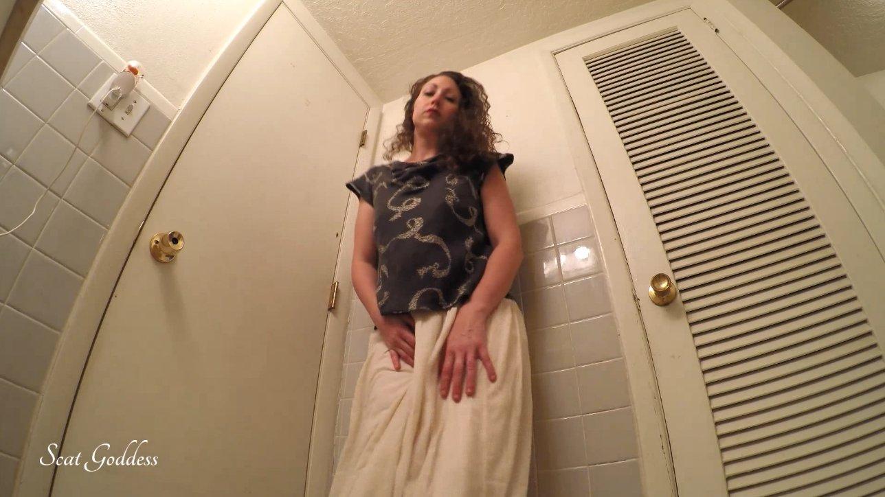 Scat Goddess Amanda - Gassy Tummy Hurt Poop (FULL HD)