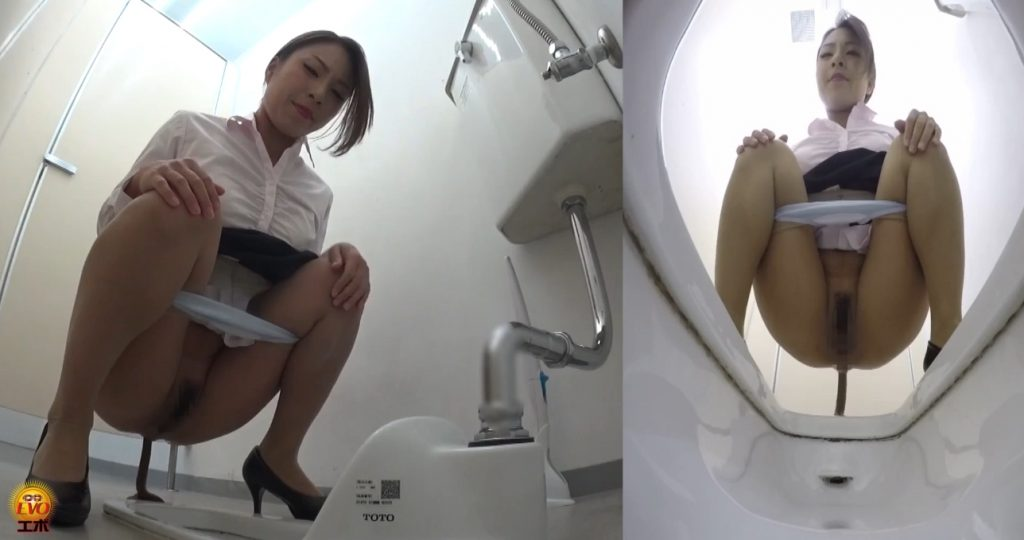 Spy camera in a public toilet - captured defecation girls (FULL HD 1080)