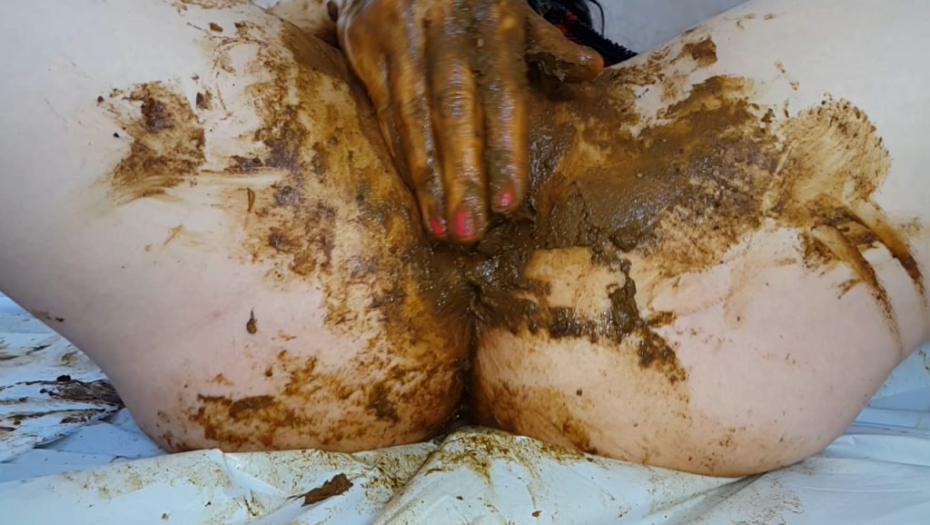 Anna Coprofield shit into its pussy and vagina with feces close-up 2-2