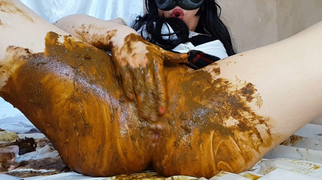Anna Coprofield shit into its pussy and vagina with feces close-up 2-4