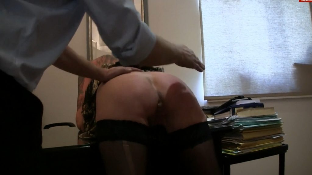 Lady-isabell666 - Exlusive Video (Part 5) Spanking and Fisting Inside