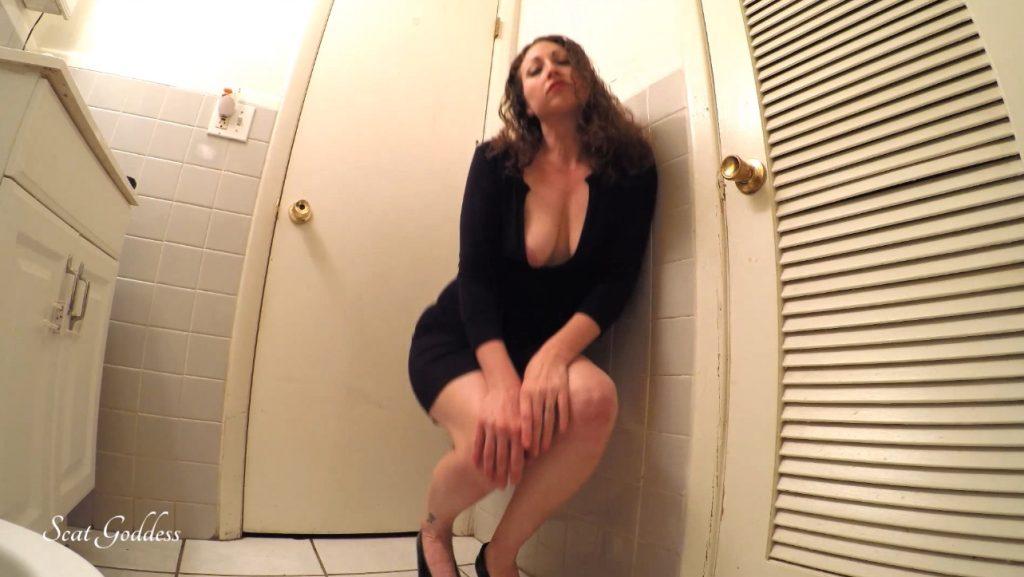 Scat Goddess Amanda - erotic pooping in bathroom