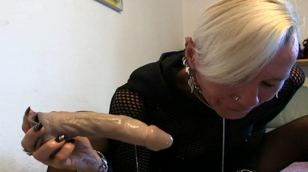 lady-isabell666 - kake eat, eat in a puke bowl-4