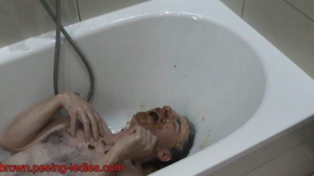 Scat Ladies have a new Toilet Slave - Screen 5