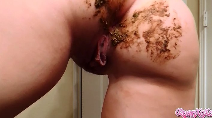 Smeared Poo Ass - Clean it (Goddess Ryan) - Screen 2