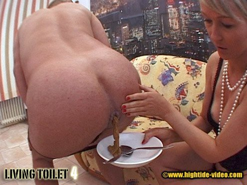 Living Toilet 4 (Susan and Veronika) - screen 2