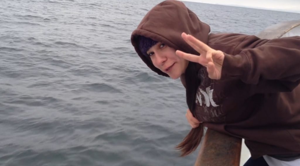 Brittany Throwing up on a fishing boat - Screenshoot 1