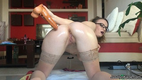 Oil Anal Play Smearing (FULL HD 1080p) Picture 2