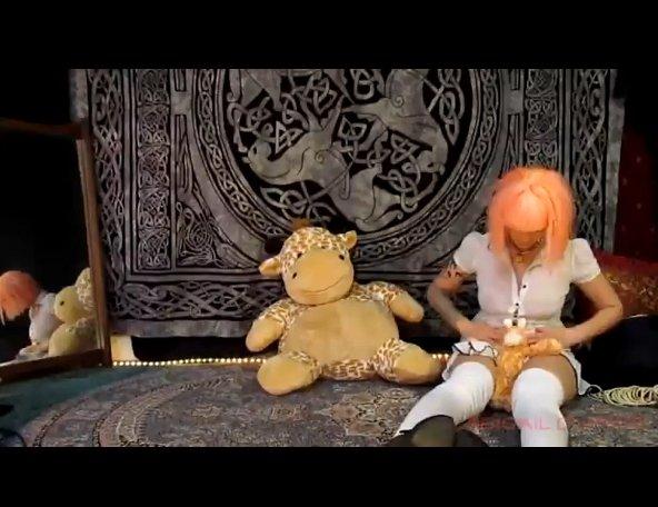 Little girl poops her plastic panties (Abigail Dupree) Image 1