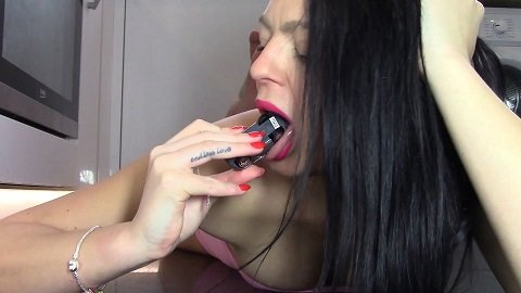Destroying Cars With My Cum And Shit (Evamarie88)