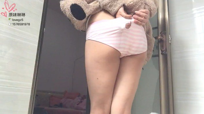 Sexy Poop – Chinese Girl 15 (Bloody Pooping)