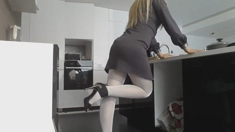 Goddess Office Pantyhose Poop (thefartbabes)