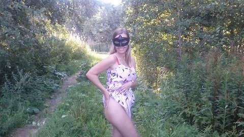 Brown wife - Posing beside a country road (Full-HD / 1080p / 713,78mb)