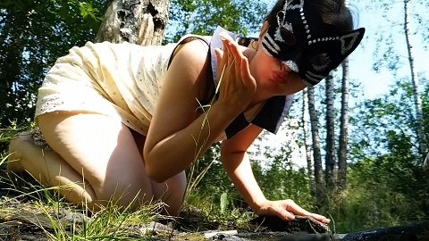 Nastygirl - Hot pooping in park during menstruation (Full-HD / 1080p / 697,95 mb)