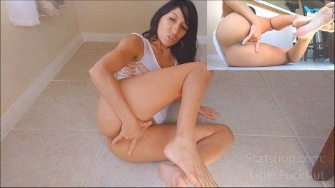[2019] Littlefuckslut – Releasing All My Piss & Shit For You (FullHD / 315,35 Mb)