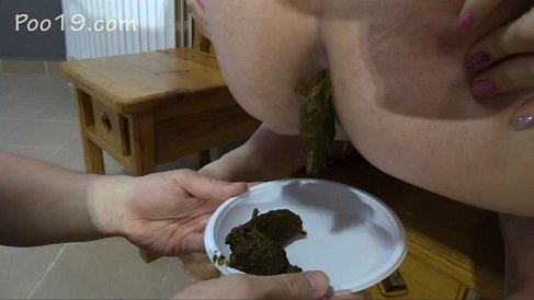 [2018] MilanaSmelly - The girls fed him a spoon (Poo19.com) HD-720p