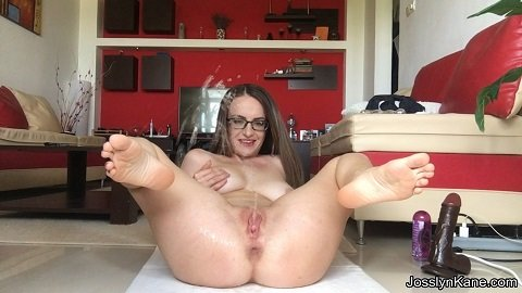 Josslyn Kane - I can't stop playing - skype show and feet fetish play (Full-HD / 1,29 Gb)