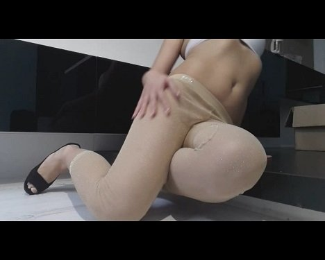 [2019] Thefartbabes - Golden Tights Crazy Poop [244 Mb / MD-576p]