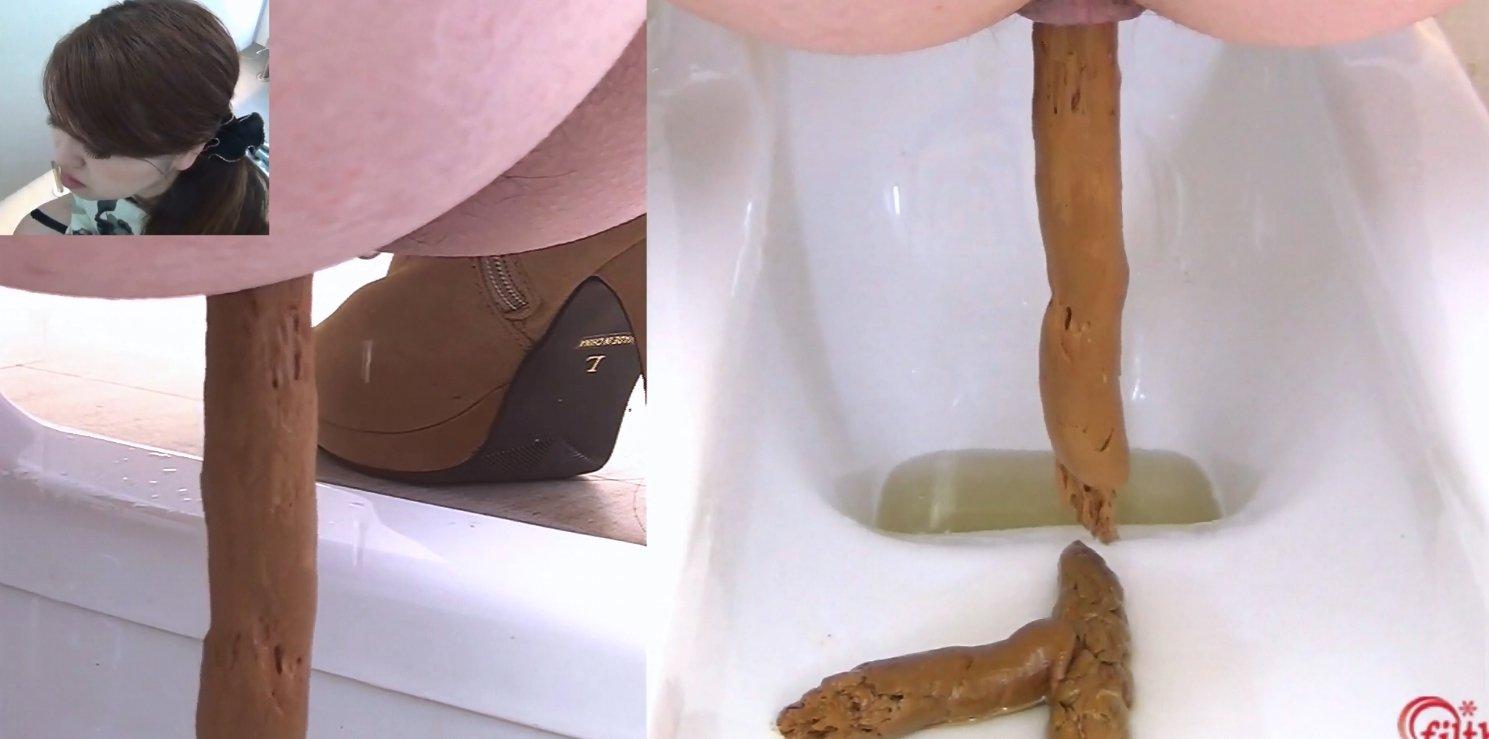 Pooping girls in toilet [Full HD 1080p]