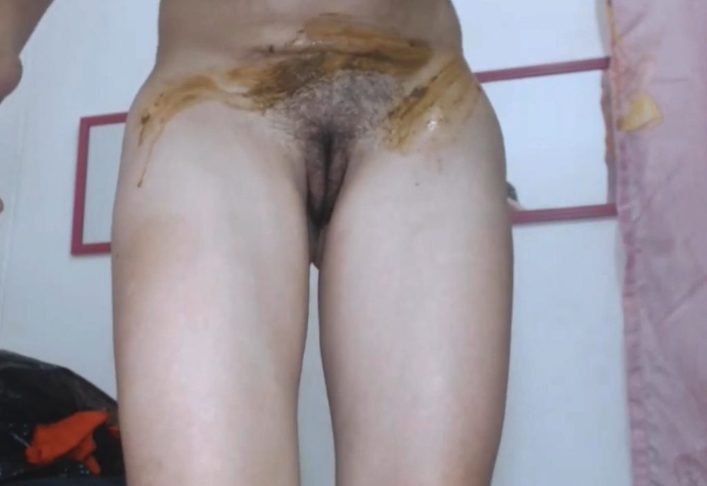 Teen scat play on webcam in HD 950p - Image 2