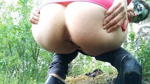 Nastygirl – Pee and poo in park 13.03.2020