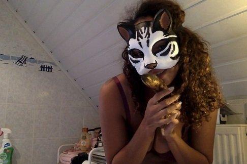 Kinkycat – Banana Request video