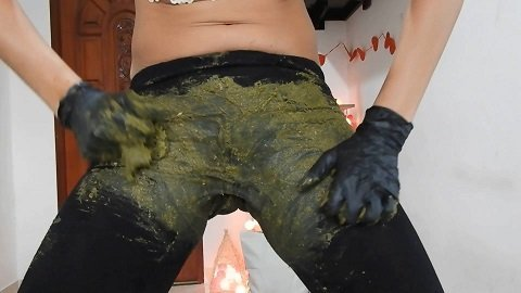 03.05.2020 Miss Anja – Giant Green Peas Poo In My Black Leggings