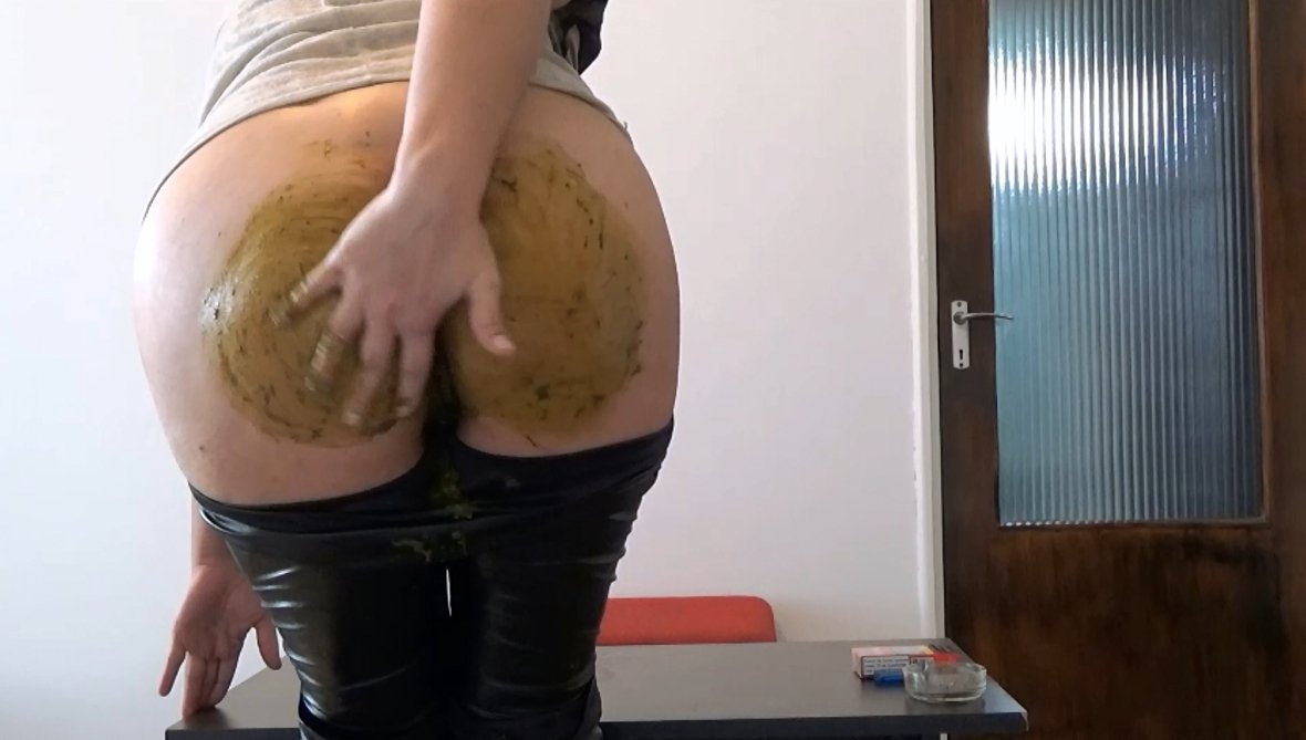 Mistress Roberta – Diarrhea in pants pov