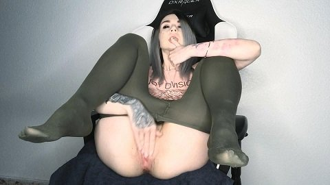DirtyBetty – Shitting and smearing on gaming chair XD (ScatShop.com)