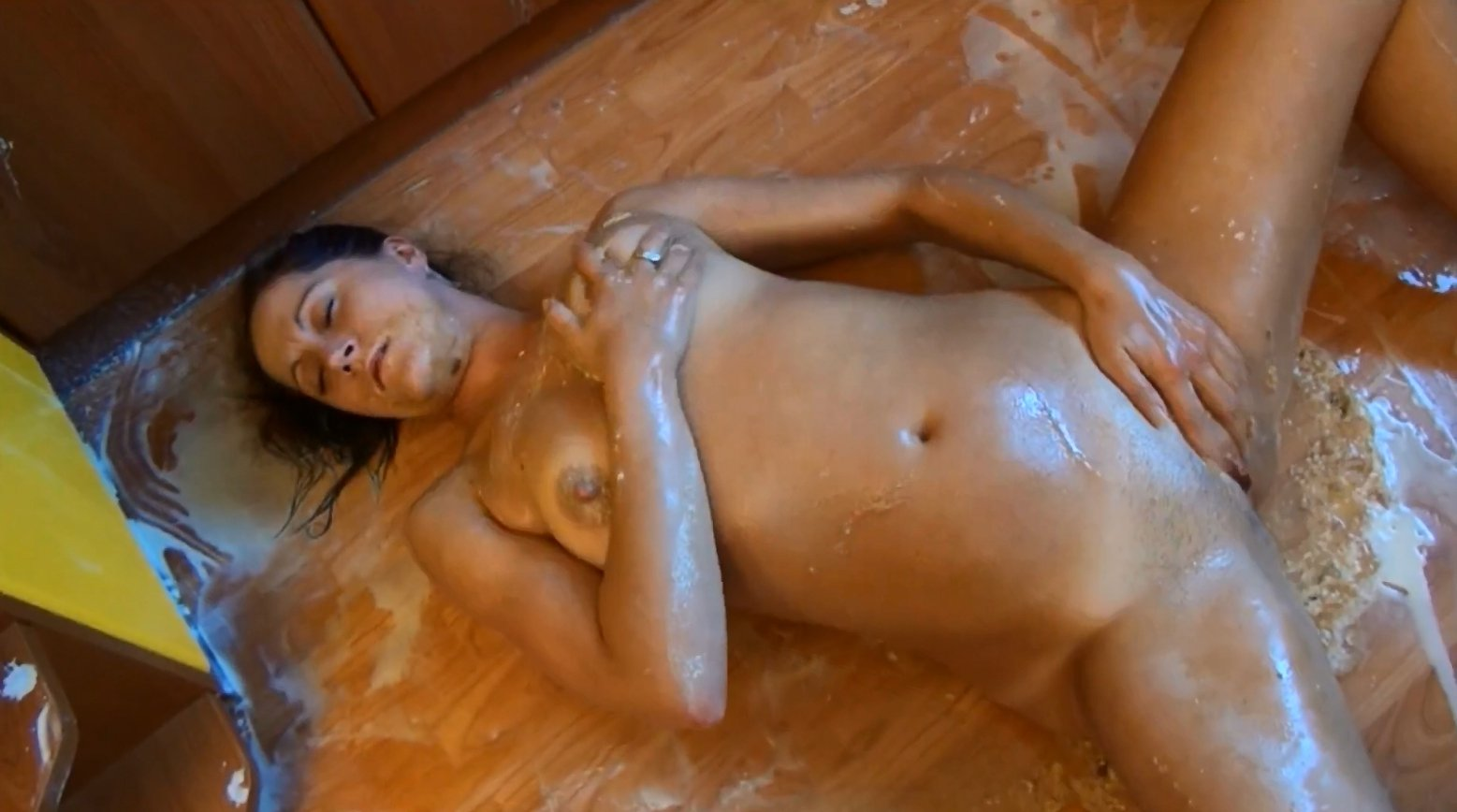 Dirtyscatgirl – whipped cream, enema, shit and vomiting